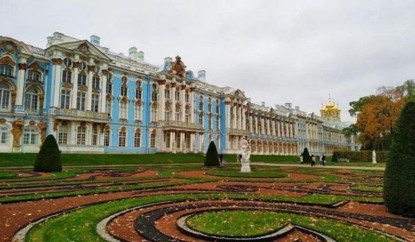 Музей-заповедник «Царицыно» - озеленение входной группы